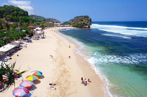 Pantai Indrayanti atau Pantai Pulang Syawal di Gunung Kidul Yogyakarta